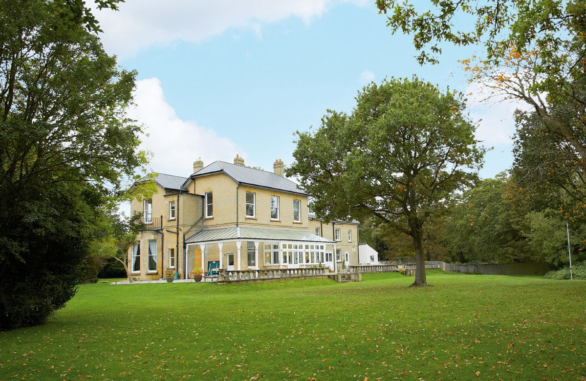 Isle of Wight Cottage Holidays - Click here for more about Oak Cliff Place