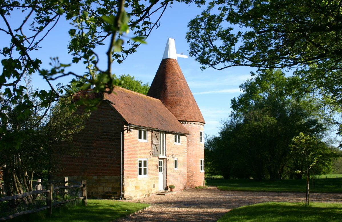 East Sussex Cottage Holidays - Click here for more about Bakers Farm Oast