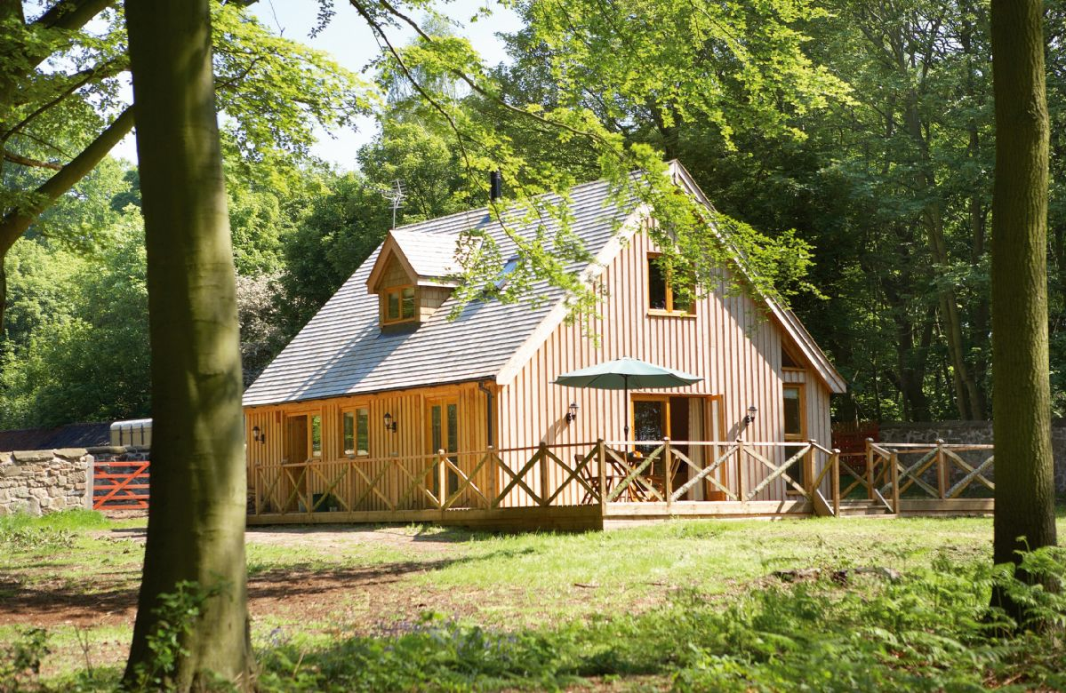 Leicestershire Cottage Holidays - Click here for more about Deerpark Lodge