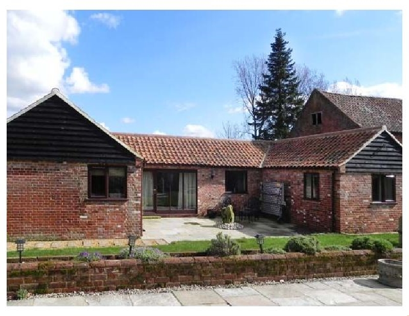 Norfolk Cottage Holidays - Click here for more about Oak Tree Barn