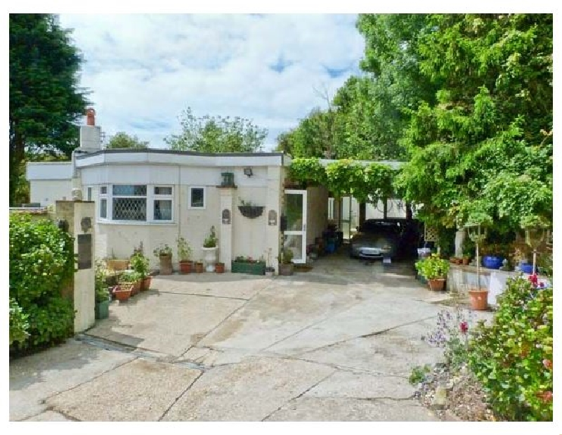 Isle of Wight Cottage Holidays - Click here for more about Manana