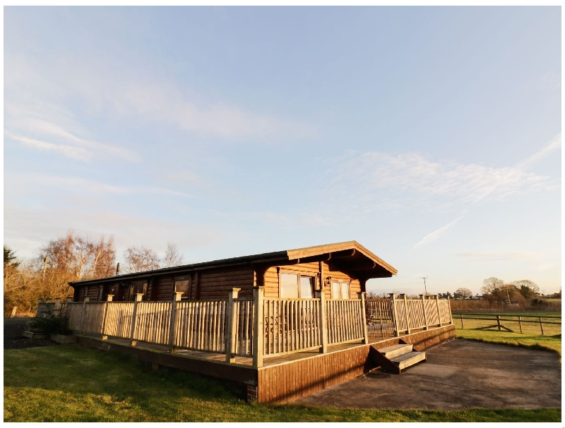 Worcestershire Cottage Holidays - Click here for more about Look Out Lodge
