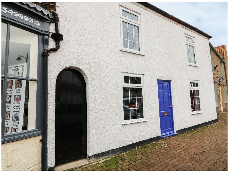 Lincolnshire Cottage Holidays - Click here for more about Cottage on the Square