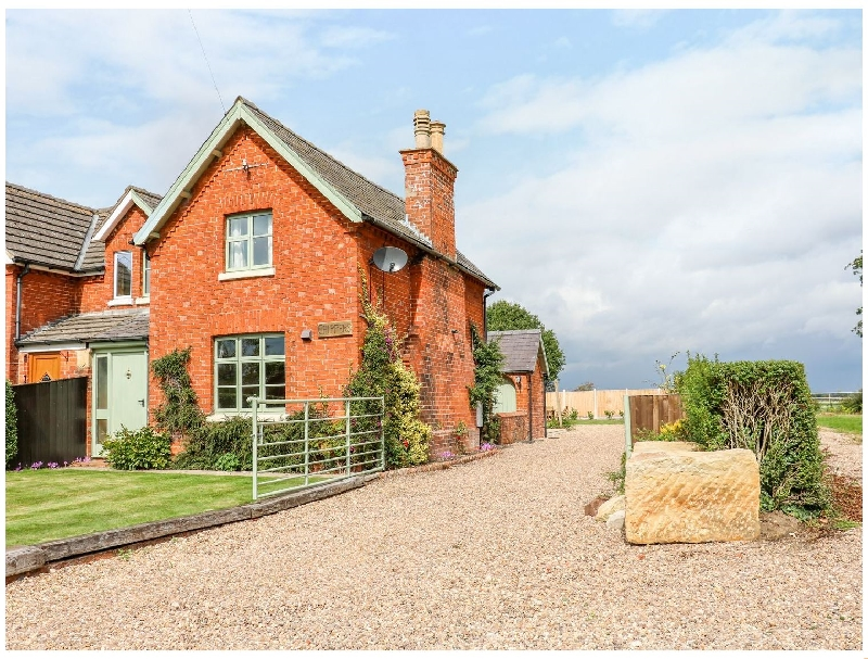 Lincolnshire Cottage Holidays - Click here for more about Chippers Cottage
