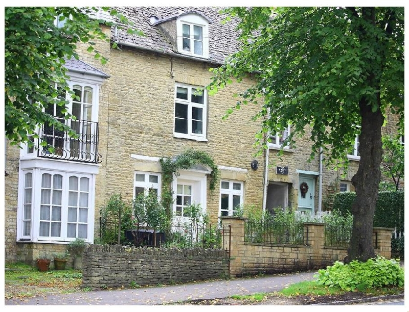 Oxfordshire Cottage Holidays - Click here for more about Hare House