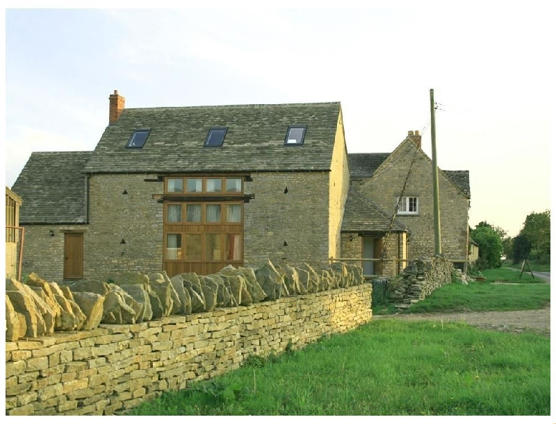 Oxfordshire Cottage Holidays - Click here for more about Harvest Barn