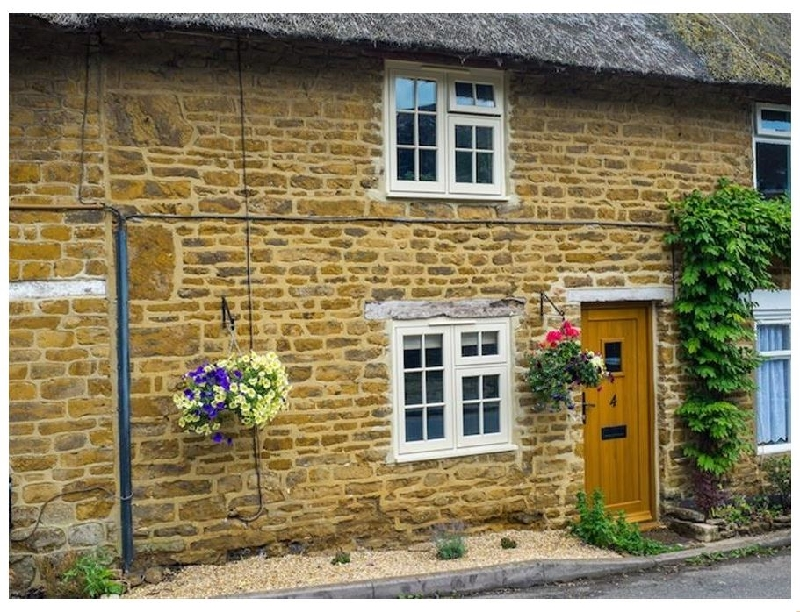 Oxfordshire Cottage Holidays - Click here for more about Hooky Cottage