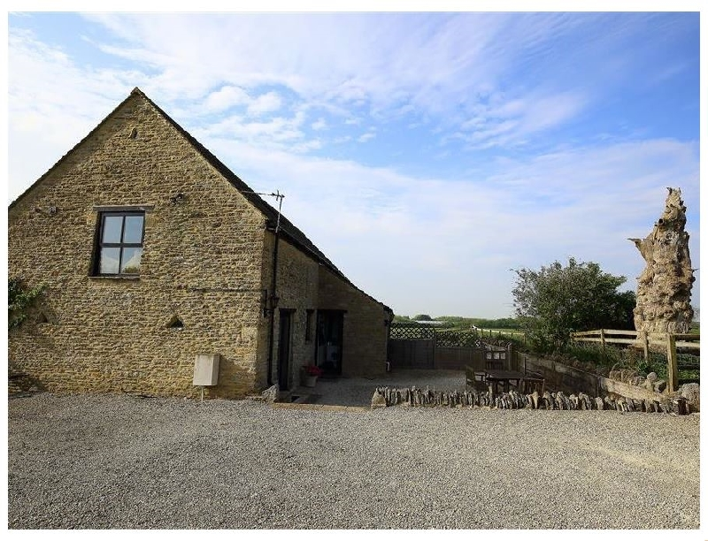 Oxfordshire Cottage Holidays - Click here for more about The Old Oak Tree Barn