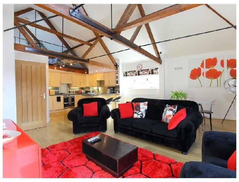 Wiltshire Cottage Holidays - Click here for more about The Brown Street Apartment