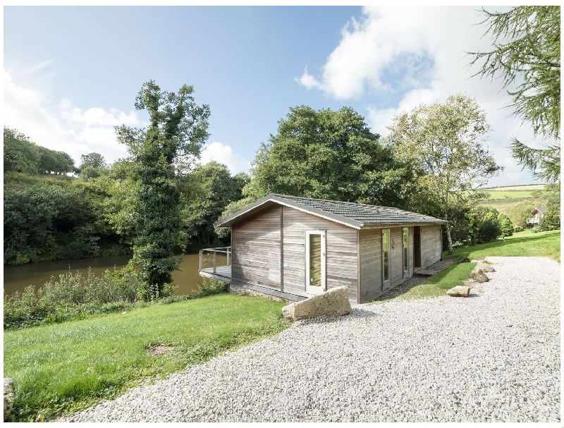 Cornwall Cottage Holidays - Click here for more about 6 Water's Edge