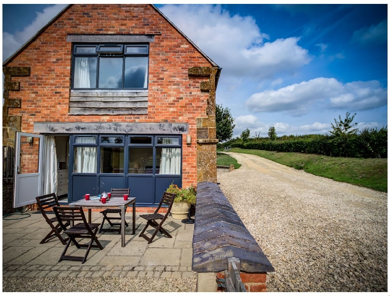 Warwickshire Cottage Holidays - Click here for more about Top Barn
