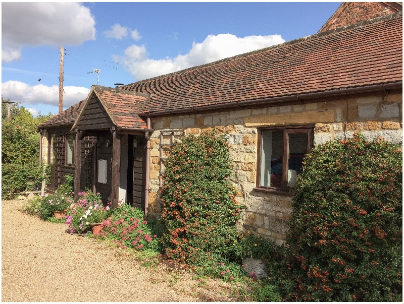 Warwickshire Cottage Holidays - Click here for more about Distillers Cottage
