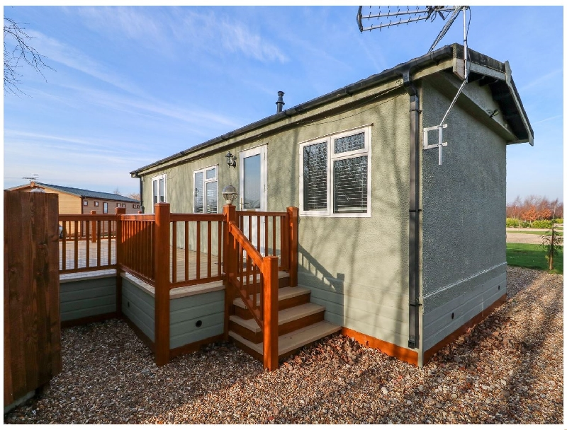 Lincolnshire Cottage Holidays - Click here for more about Wagtail Lodge