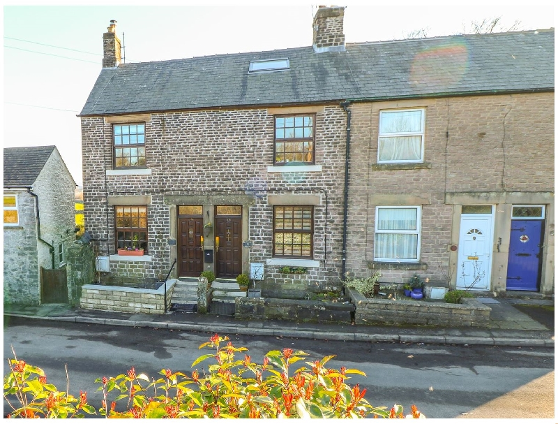 Derbyshire Cottage Holidays - Click here for more about Shenton Cottage