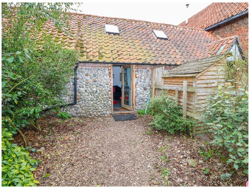 Norfolk Cottage Holidays - Click here for more about Barnacle Barn