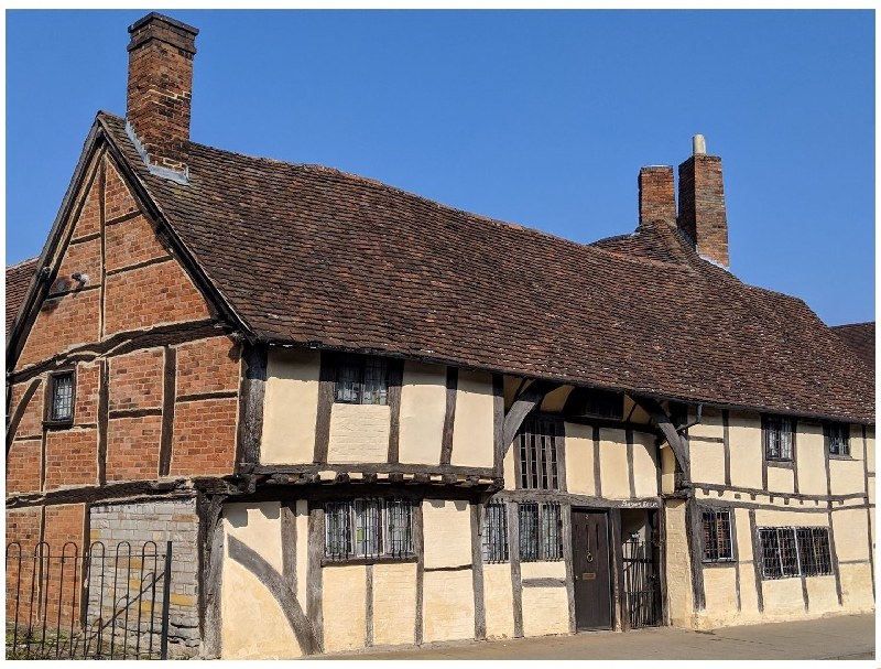 Warwickshire Cottage Holidays - Click here for more about One Masons' Court