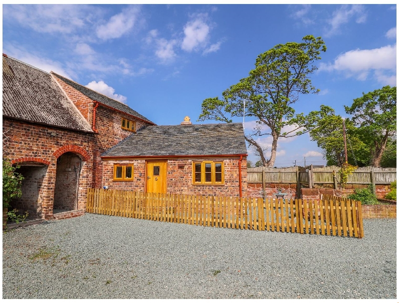 English Cottage Holidays - The Tractor Shed