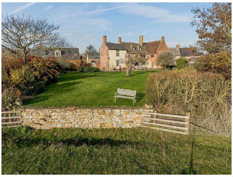 Warwickshire Cottage Holidays - Click here for more about Manor Farm House