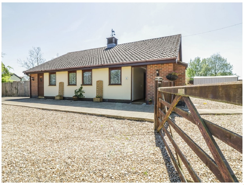 Suffolk Cottage Holidays - Click here for more about Kingfisher