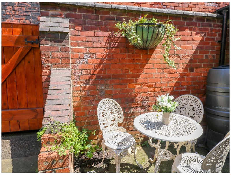 Lincolnshire Cottage Holidays - Click here for more about Mews Apartment
