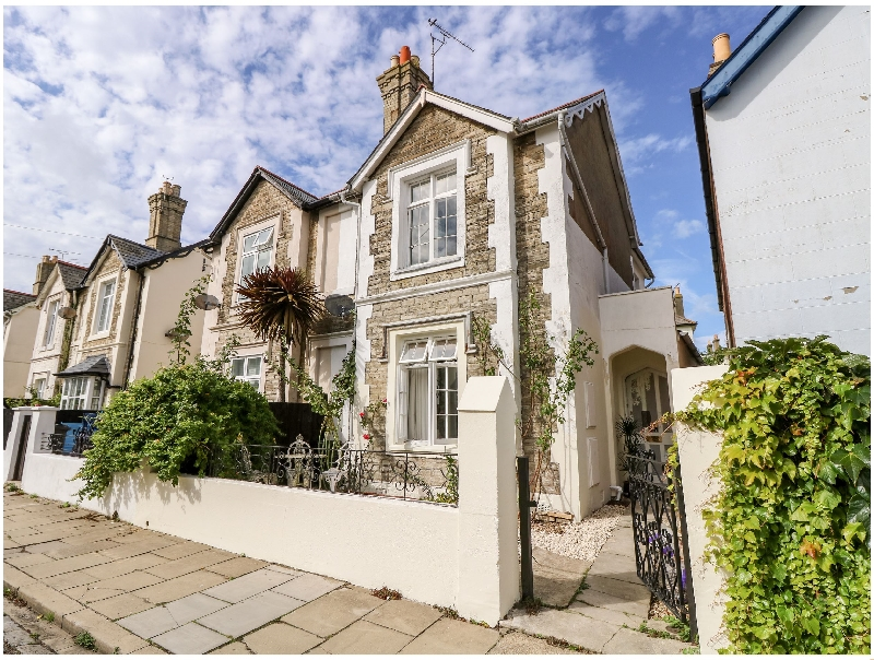 Isle of Wight Cottage Holidays - Click here for more about Flat 1