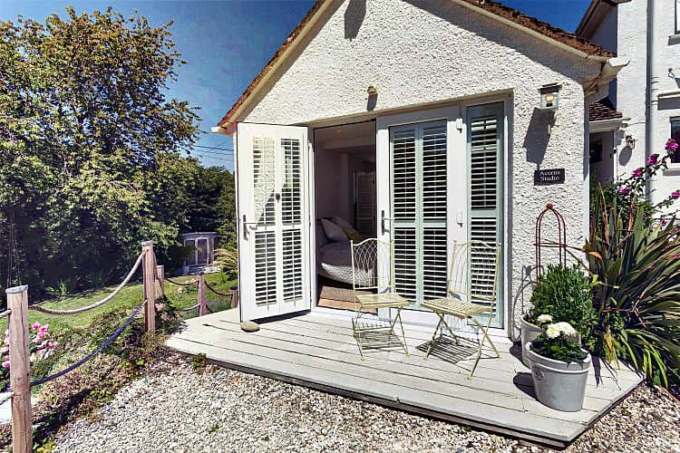Devon Cottage Holidays - Click here for more about Acorns Studio