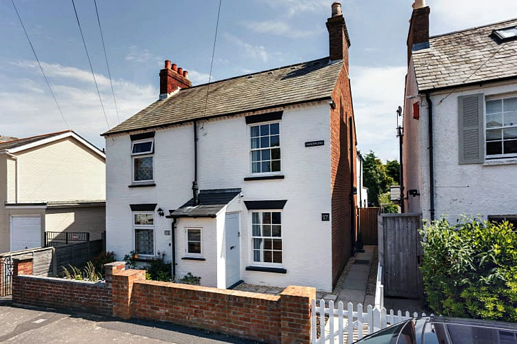 Hampshire Cottage Holidays - Click here for more about Sanderling