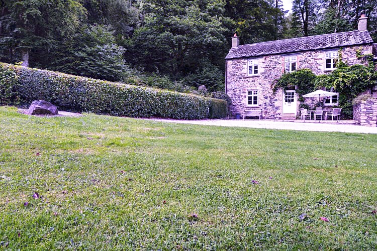 Devon Cottage Holidays - Click here for more about Holne Chase Grooms Cottage