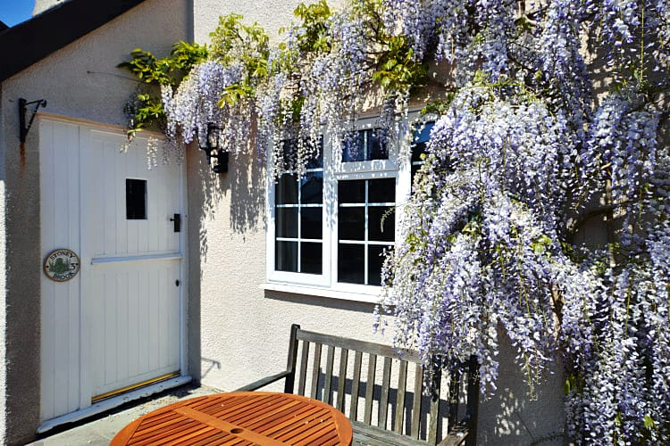 Devon Cottage Holidays - Click here for more about Stoneybrook